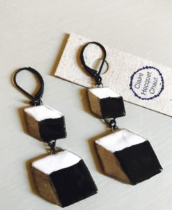 Ceramic earrings consisting in two trompe l'oeil cubes inspired by 19th century pattern.