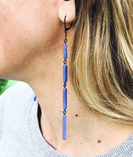 Boucles d'oreilles Xiral très graphiques formées de 4 rectangles de céramique