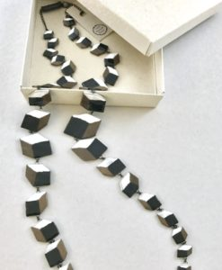Spectacular hand made chain with ceramic perspective cubes in contrasted colors