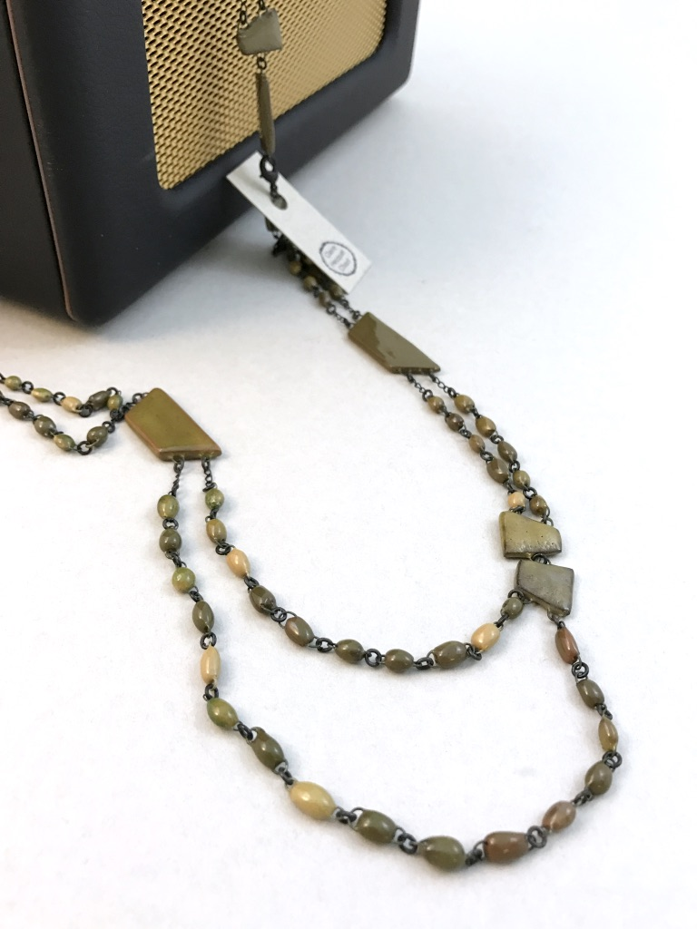 Urban chic chain made of mini ceramic beads mixed with geometrical ceramic beads.